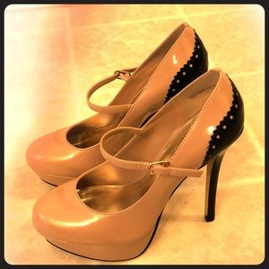 Bakers Misty taupe and black heel